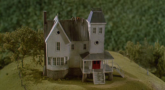 Beetlejuice-movie-model-house-with-spider